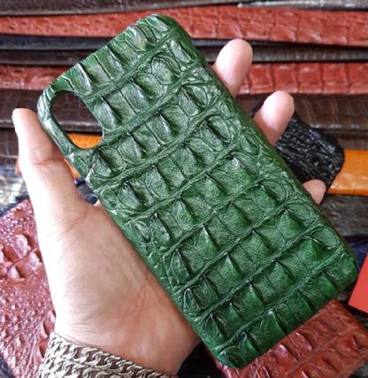 MC-Luxurystore-real-crocodile-case-for-iPhone-X