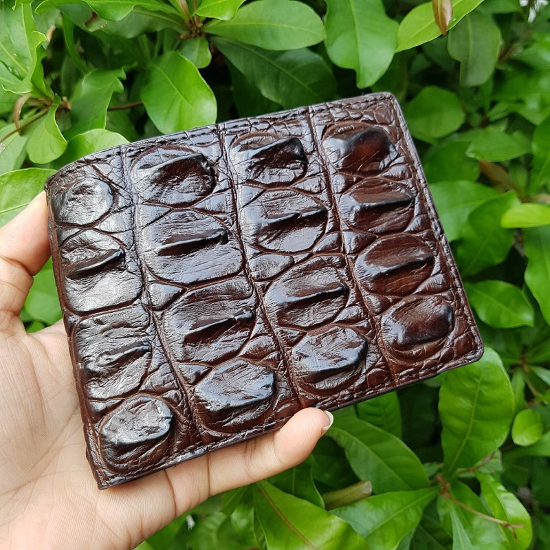 MC-Luxury-store-crocodile-wallet-an-amazing-gift-for-successful-men